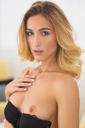 Excited Cara Mell shows her solo sex games