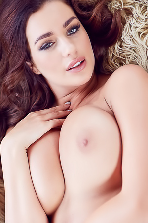 Holly Peers - Rug Burns