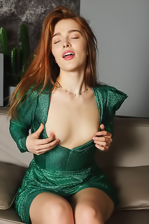Jia Lissa Flaunt Her Curvy Ass And Hot Pussy
